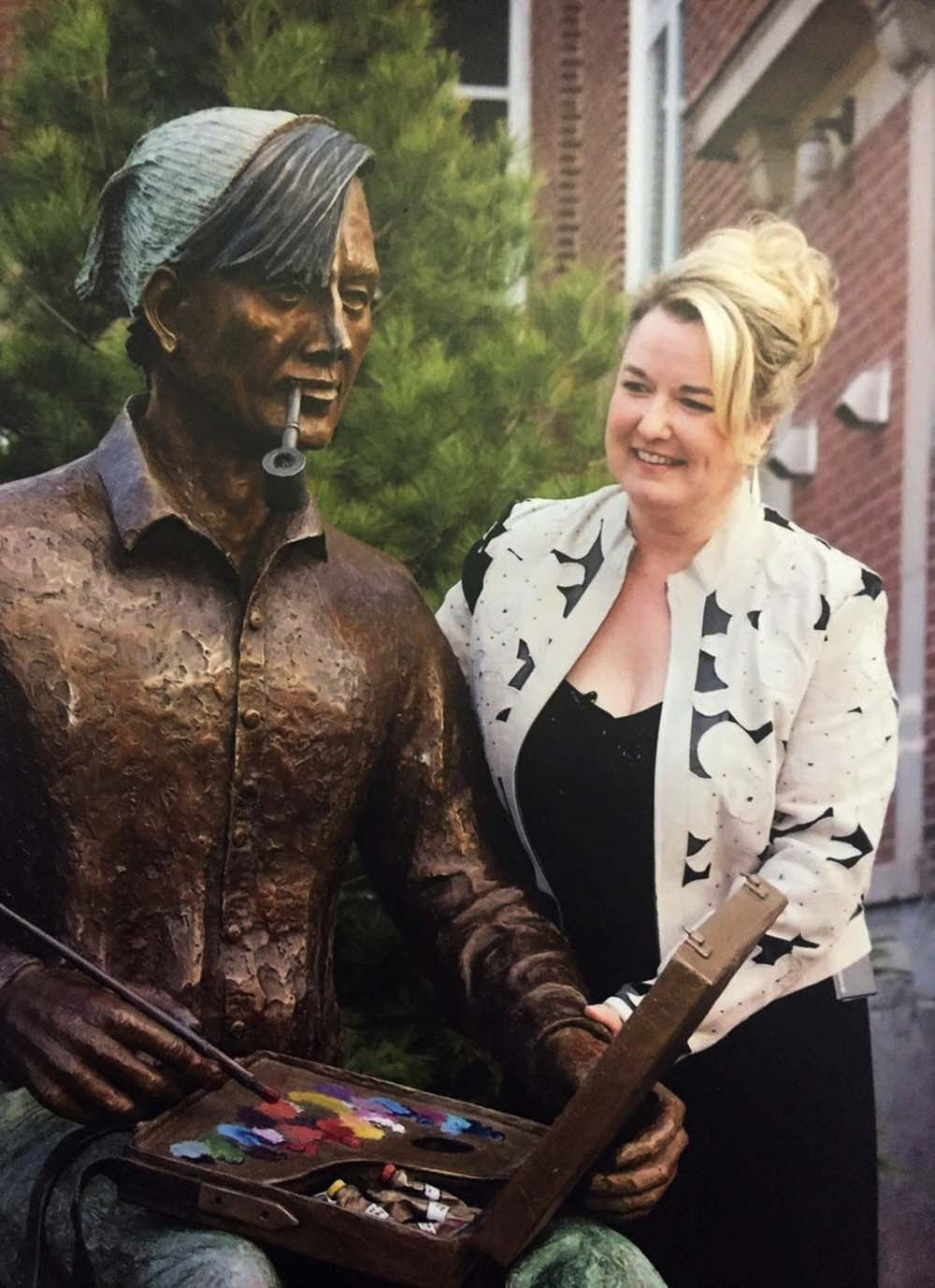Brenda Wainman Goulet with Tom Thomson Sculpture